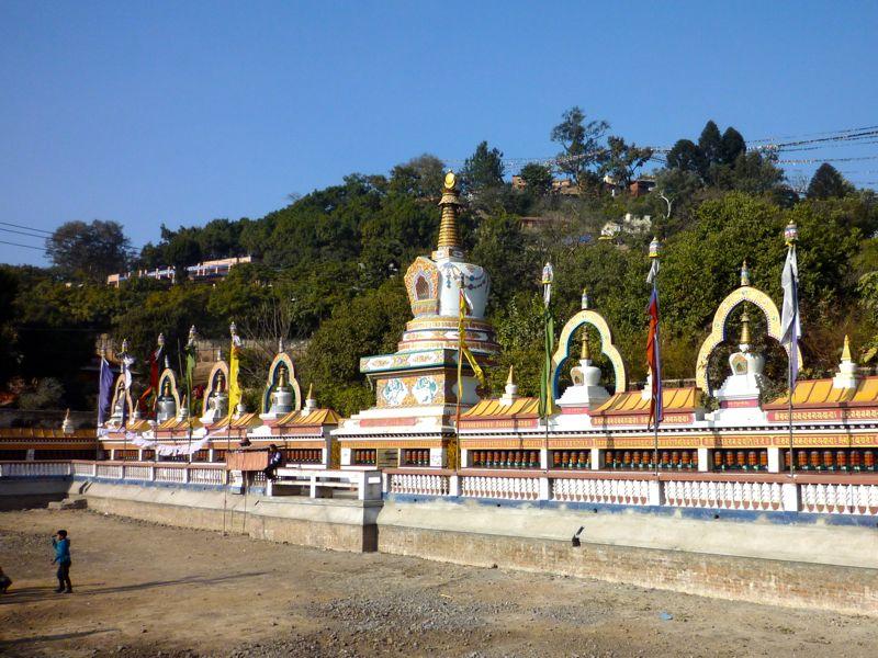 Swayambhu Parikrama沿いのGompa、Stupa - カトマンドゥ