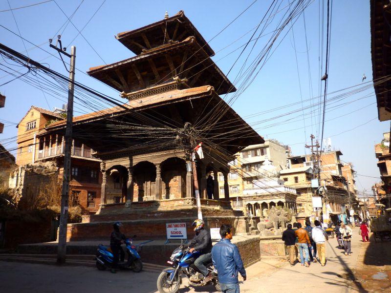 ダルバール広場北のクリシュナ寺院